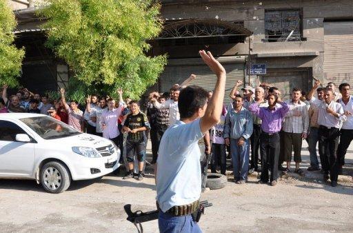 Syria gunships hit rebels amid massacre fears