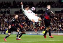 Tottenham midfielder Alli held at knifepoint in burglary