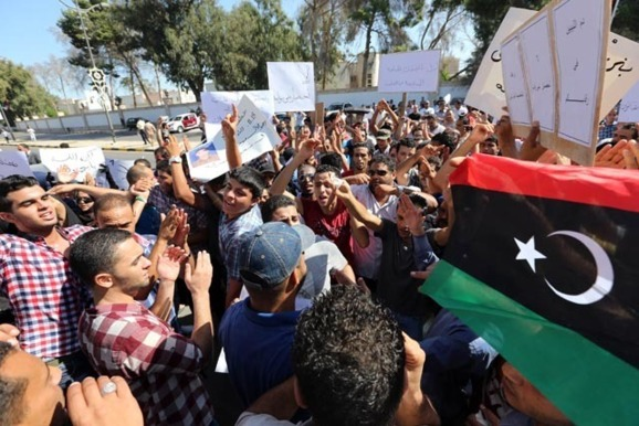 Fighters angry at cabinet besiege Libya assembly