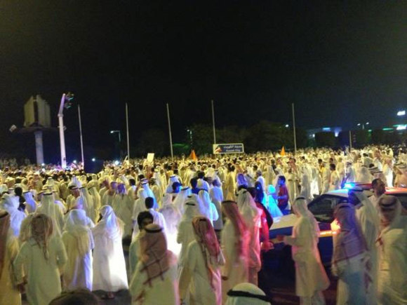 Kuwait police use stun grenades against protest