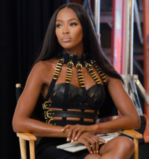 Naomi Campbell comes undone at Paris fashion week