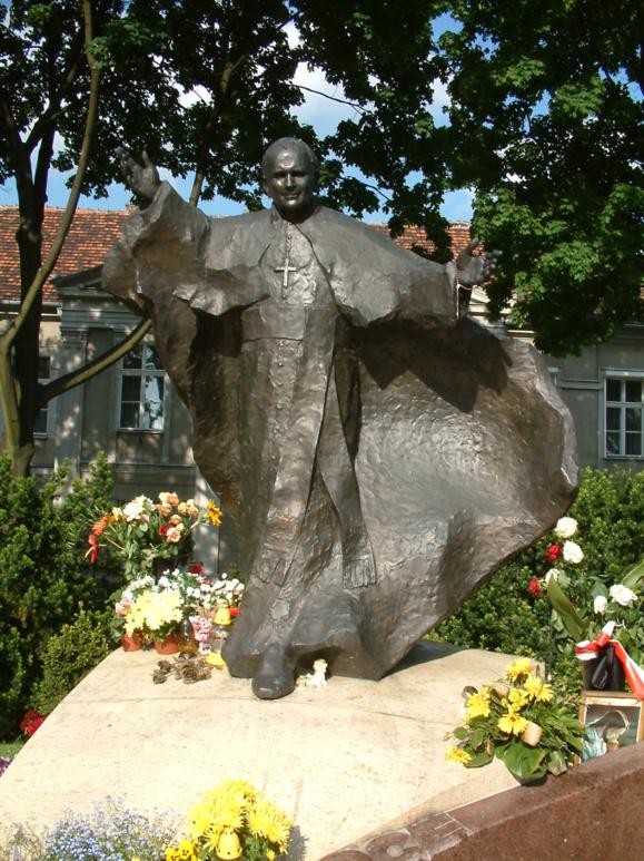 From: http://en.wikipedia.org/wiki/File:JPII_pomnik_Poznan.jpg