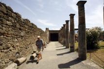 Thieves steal part of Pompeii fresco
