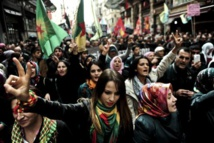 Thousands protest in Turkey to show solidarity with Kobane Kurds