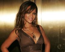 Rihanna dances to local beats on surprise Cuba visit