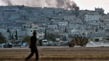 Kurds battle IS on Syria border as Turkey blocks refugees