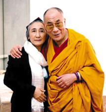Dalai Lama urges happiness and peace at Glastonbury