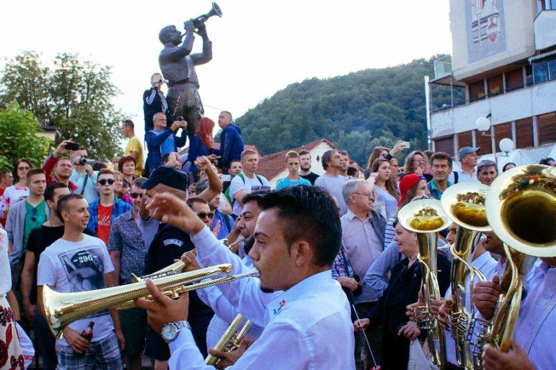 Serbia draws crowds for turbocharged trumpet festival