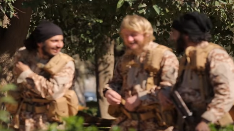 Foreign volunteers take aim at IS while they still can