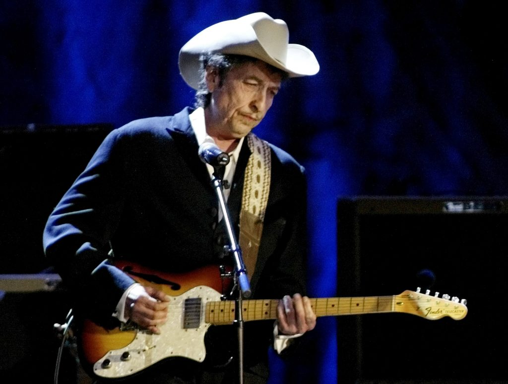 Bob Dylan still silent on Nobel win