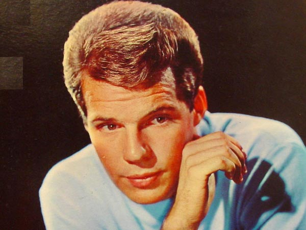 Bobby Vee, clean-cut pop star from 1960s, dead at 73