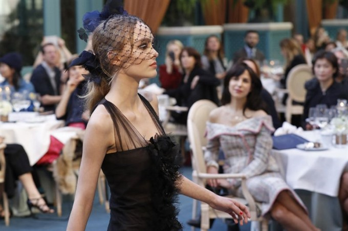 Chanel puts on the Ritz at Paris fashion show