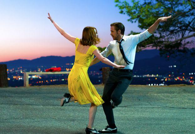 'La La Land' waltzes off with big win at Golden Globes