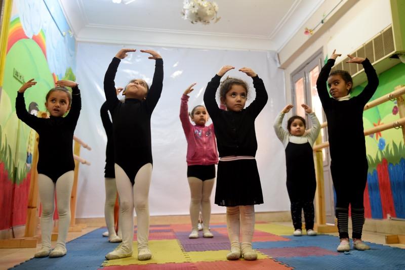 Girls learn ballet steps in conservative Upper Egypt