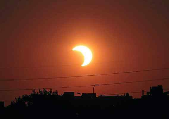 Astronomers start recycling programme for eclipse-viewing glasses