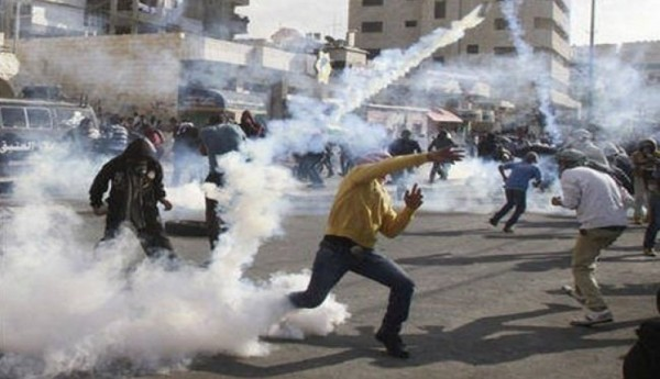 Palestinian protesters and Israeli police clash after Friday prayers