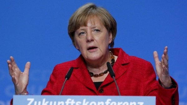 Remember Holcaust survivors before they are all gone, urges Merkel