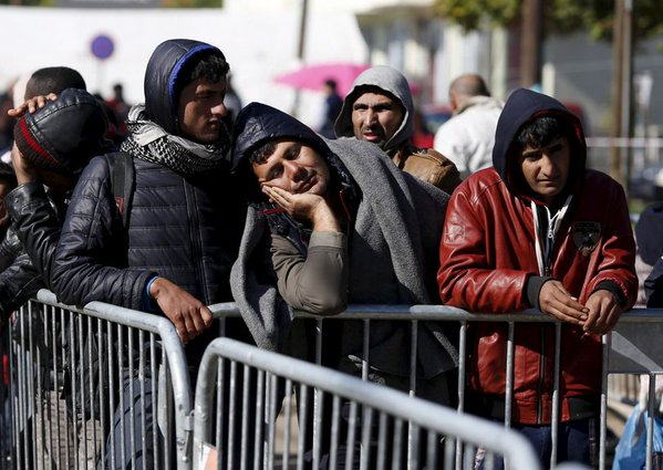 Greek police raid migrant camps around port of Patras