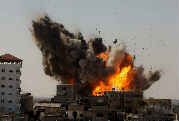Israel bombs Hamas targets following Gaza rocket fire