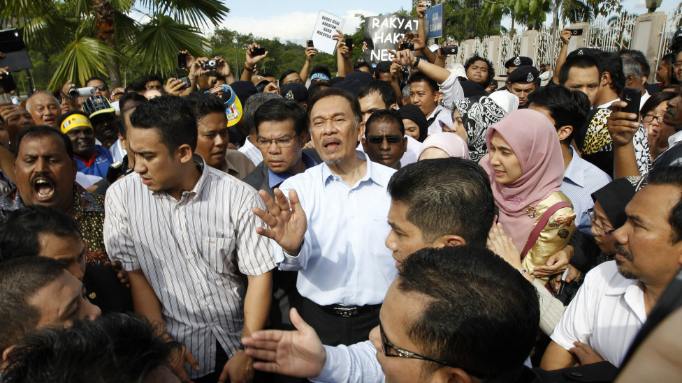 Malaysian PM-in-waiting Anwar sworn in after political comeback