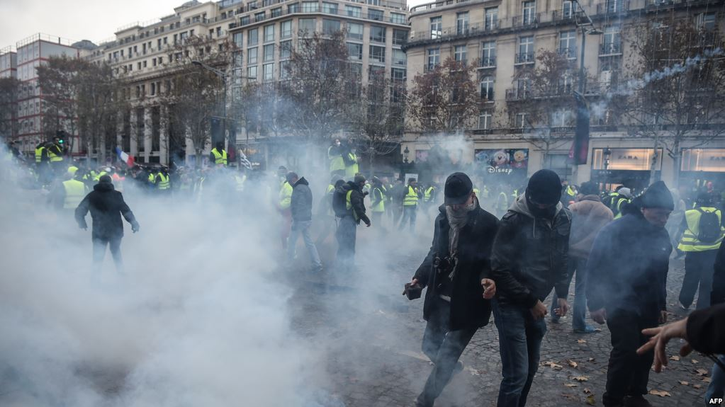 Turnout for Paris Yellow Vest protests dwindles on fifth weekend