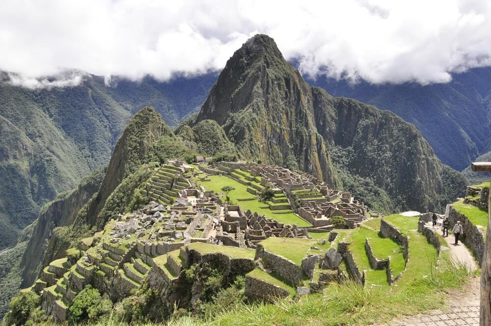 tourists briefly taken hostage in Peru
