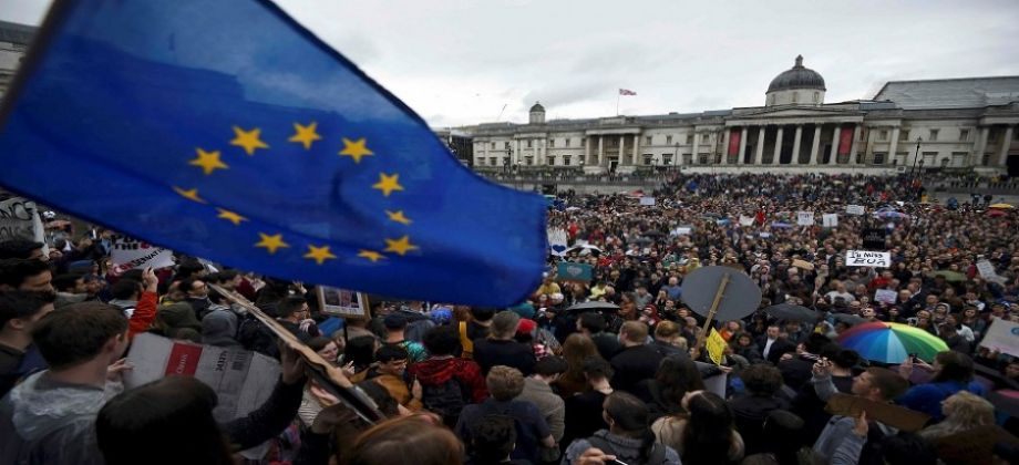 Hundreds of thousands to rally in London for second Brexit referendum