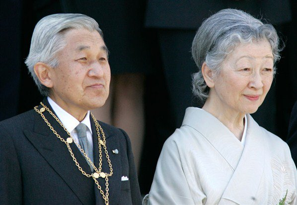 Japanese Emperor Akihito visits his father's tomb ahead of abdication