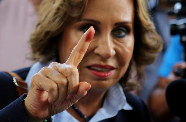 Ex-first lady tops Guatemala presidential poll, run-off likely