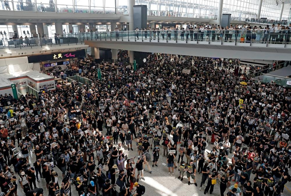 Protesters, passengers flee Hong Kong airport after flights nixed