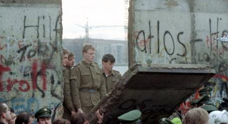 East German art expo launched 30 years after fall of Berlin Wall
