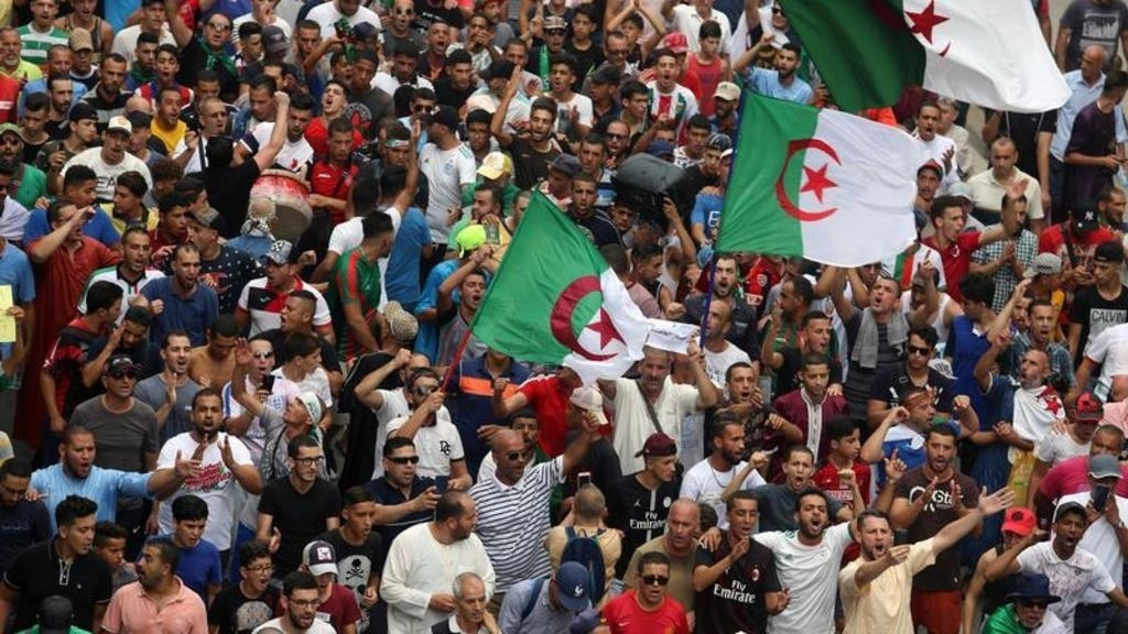 Police disperses dozens of protesters in Algiers
