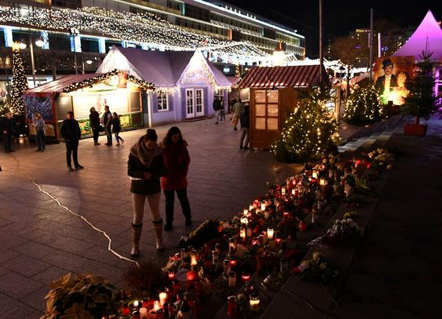 Police give the all-clear after Berlin Christmas market evacuation
