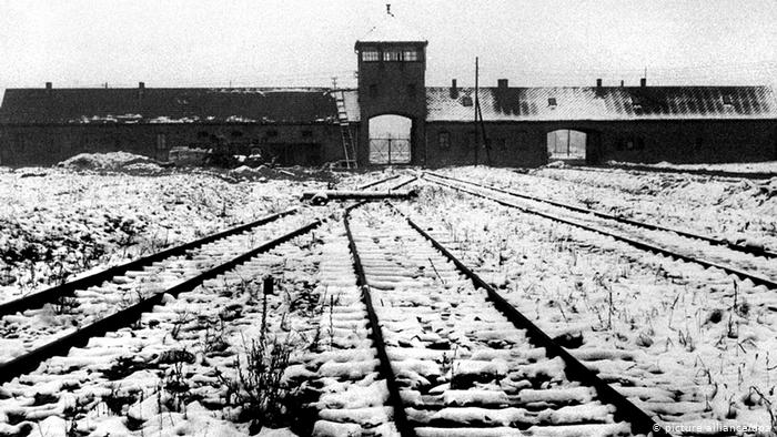 Survivors and world leaders meet at Auschwitz anniversary