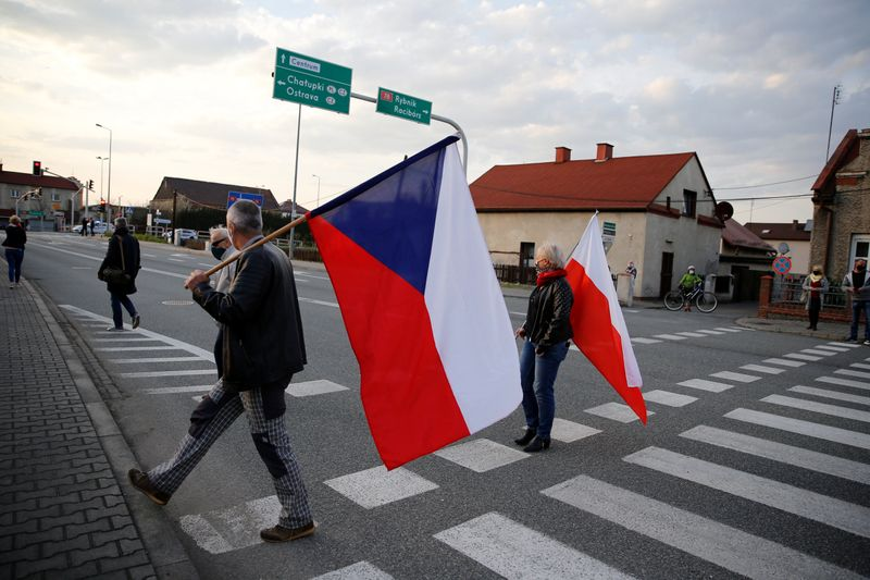 Polish cross-border workers rally to protest anti-virus measures