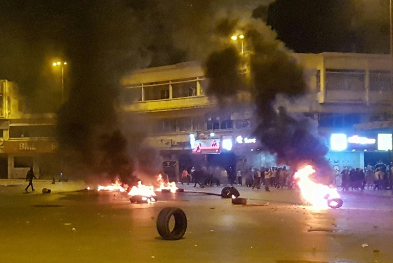 Protesters torch four banks in northern Lebanon