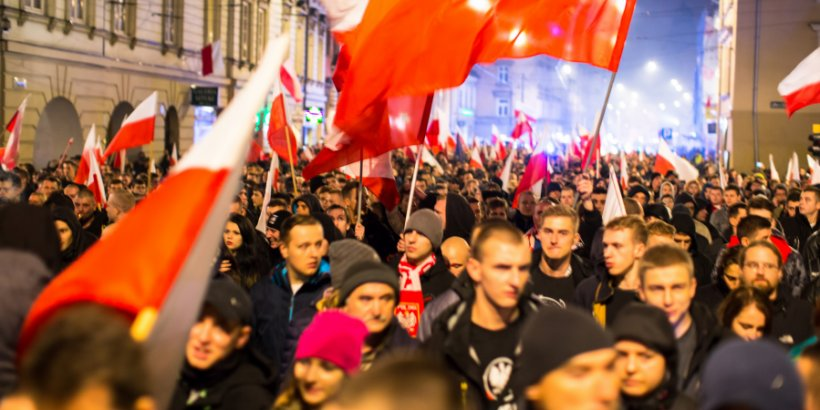 Poles choose their president in closely-contested election