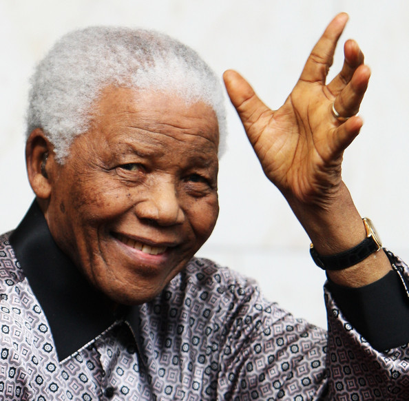 Senegalese sculptor dedicates French honour to Mandela
