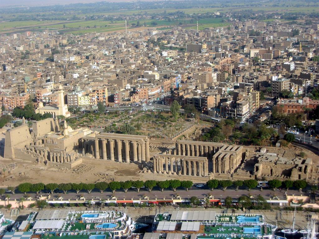 Egypt turmoil turns tourist hub Luxor into ghost town