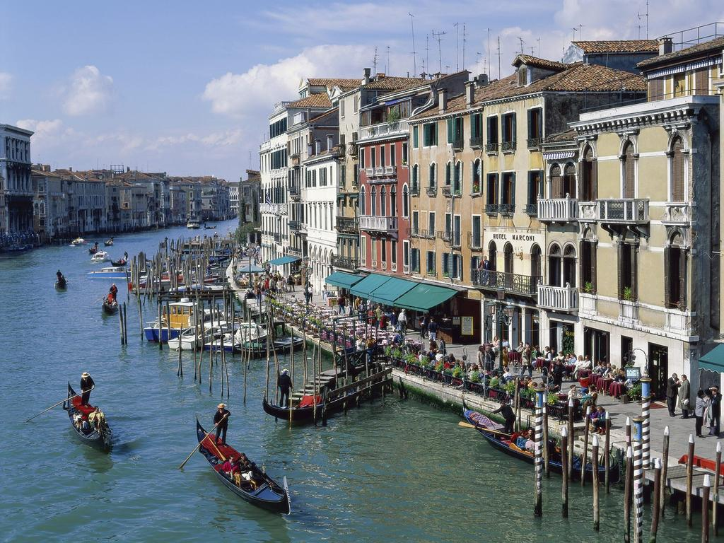 Venice votes on cutting ties with Italy