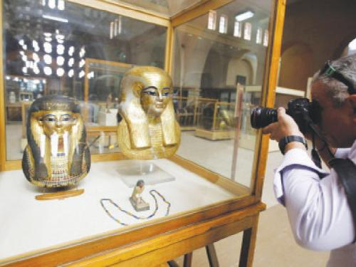 Egypt unveils two pharaonic military men's tombs
