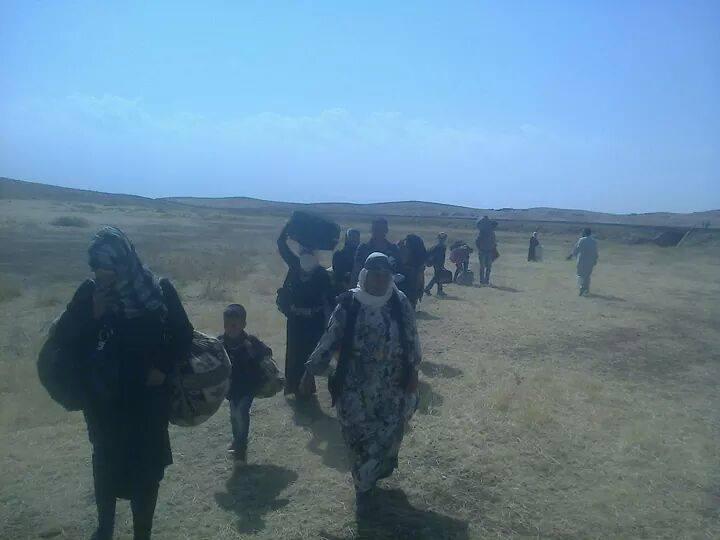 Syria Kurds flee from IS jihadists into Turkey