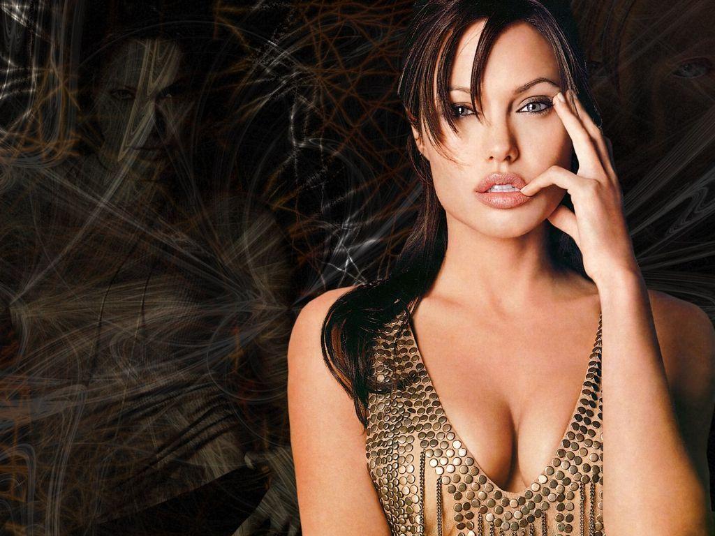 Angelina Jolie 'open' to politics, diplomacy