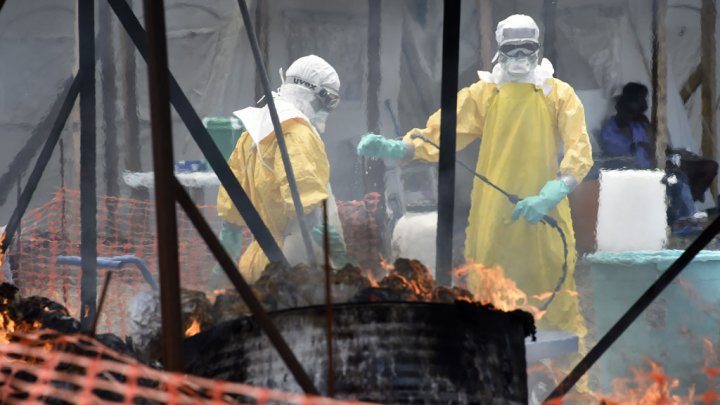 Ebola-infected UK nurse fighting for her life