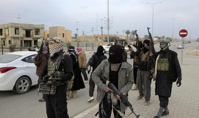 Iraq battles IS in Tikrit week after city 'retaken'