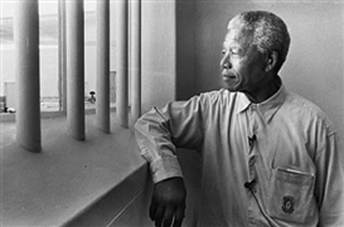 Mandela's prison on Robben Island goes solar