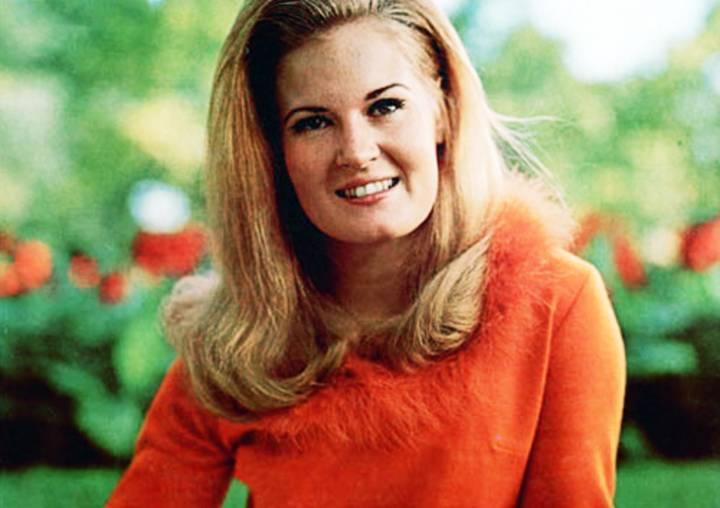 'Rose Garden' country singer Lynn Anderson dead at 67