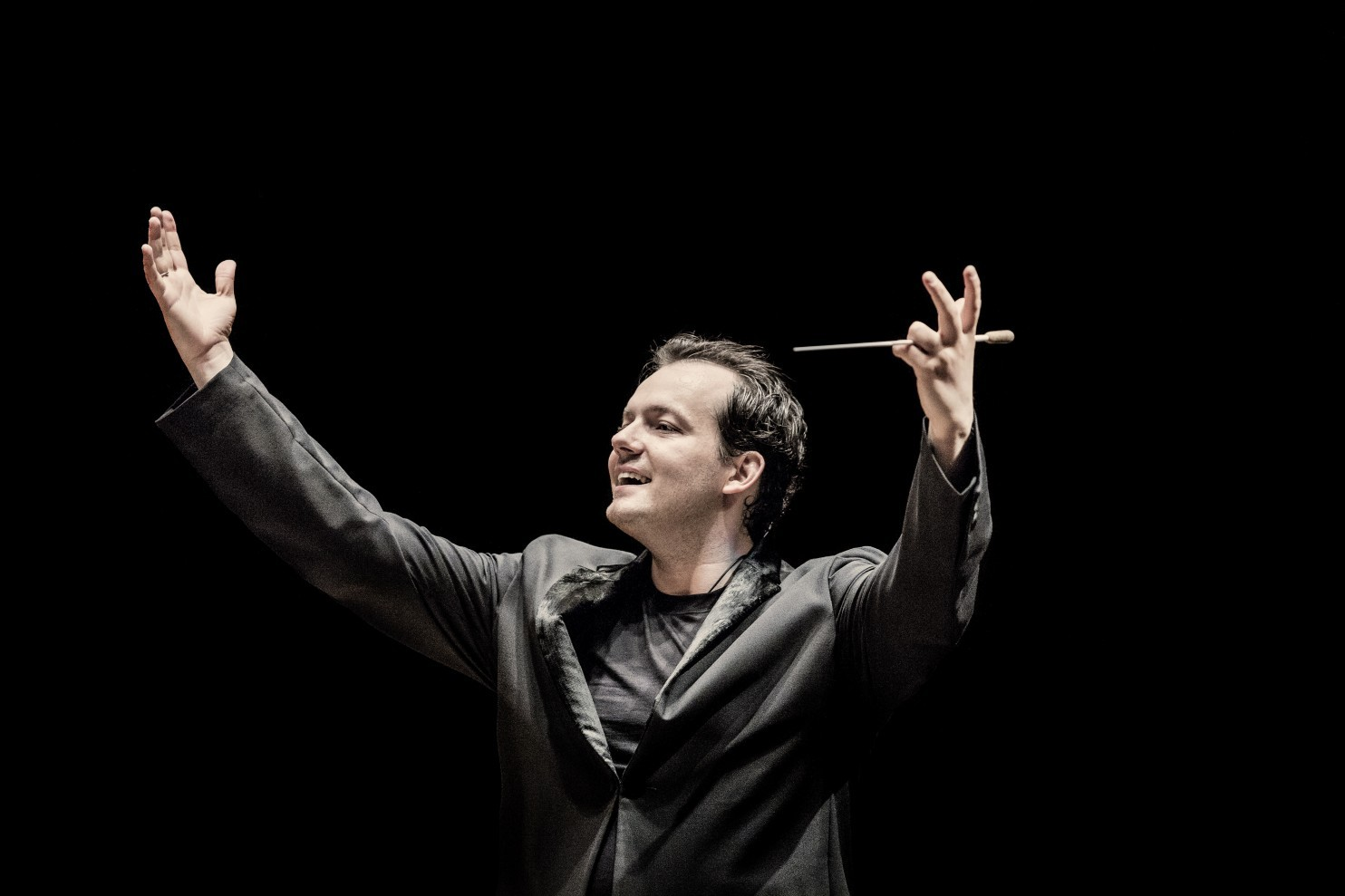 Boston extends contract with young conductor Nelsons