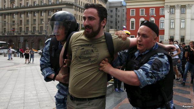 Moscow art smashed as Orthodox activists denounce 'blasphemy'