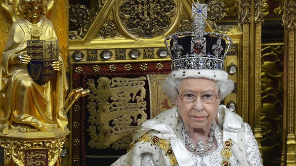 Queen Elizabeth sells 25,000 tickets to 90th birthday